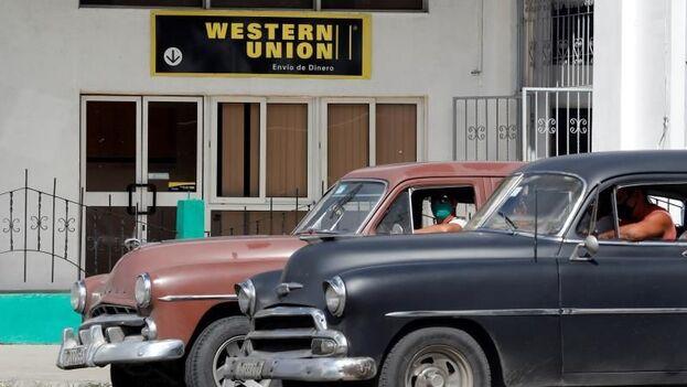 """A Morales no le extrañaría que en unas semanas Western Union """"esté de regreso con una nueva pasarela de pagos fuera del control de los militares"""". (EFE)"""