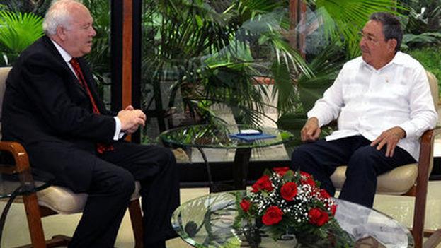 Moratinos viajó a Cuba en 2010 y logró, en colaboración con la iglesia, la liberación del grupo de los 75. (EFE)