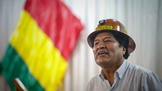 Evo Morales habla durante la reunión con dirigentes departamentales y nacionales del Movimiento al Socialismo (MAS) este domingo en Buenos Aires. (EFE/ Juan Ignacio Roncoroni)