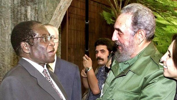 Cada vez que Mugabe fue condenado por los organismos internacionales por adulterar las elecciones y eliminar las voces críticas, La Habana siempre estuvo de su lado. (EFE/Archivo)