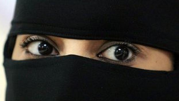 Mujer musulmana vistiendo el niqāb