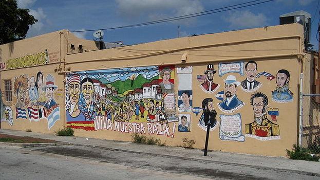 Mural pintado en una cafetería de Little Havana, Miami. (Flickr)