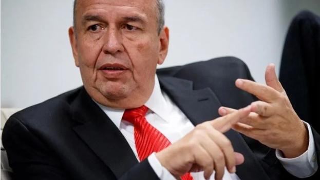 """Murillo negó que en su país haya existido un golpe y defendió la """"sugerencia"""" formulada por los militares. (EFE)"""