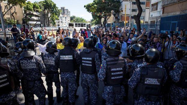 Miembros de la Policía Nacional Bolivariana (PNB). (EFE/Miguel Gutiérrez/Archivo)