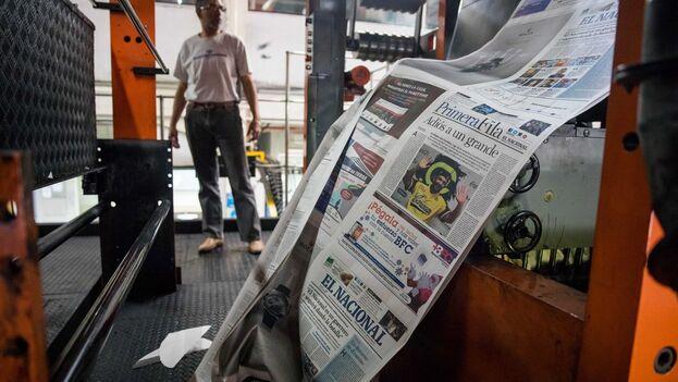 Vista de máquinas rotativas donde se imprime el diario 'El Nacional', en Caracas (Venezuela). (EFE/Miguel Gutiérrez/Archivo)
