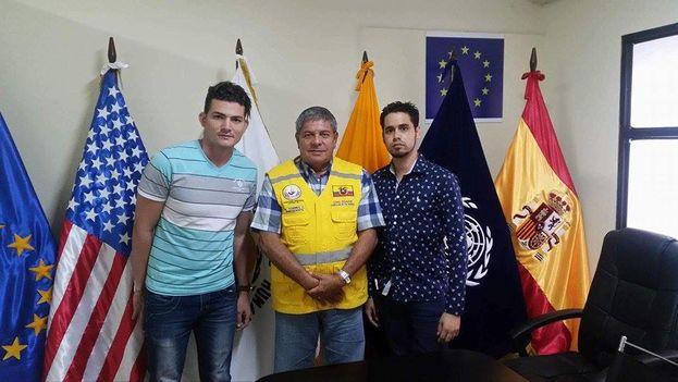 Los coordinadores de Alianza Nacional Cubana de Ecuador en Guayaquil reunidos con Antonio Torres, presidente del Comite de los Derechos Humanos Ecuador. (Yordanis García Milián)