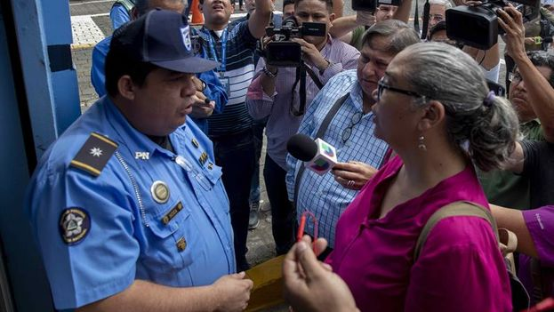 """La opositora Unidad Nacional Azul y Blanco solicitó este viernes permiso a la Policía de Nicaragua para realizar una marcha  por el Día Internacional de la Eliminación de la Violencia contra la Mujer y en contra de los """"presos políticos"""". (EFE)"""