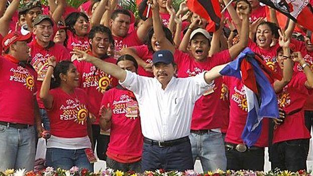 El presidente de Nicaragua, Daniel Ortega, celebrando su triunfo en las elecciones de 2011. (CC)