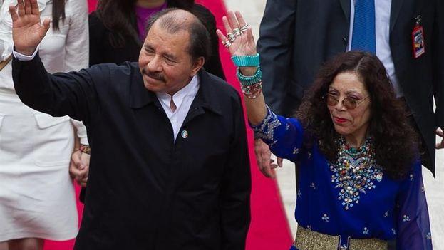 Imagen de archivo del presidente de Nicaragua, Daniel Ortega (i), y su esposa, Rosario Murillo (d). (EFE/Archivo)