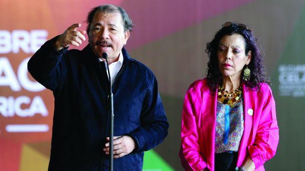 El presidente de Nicaragua, Daniel Ortega y su esposa, Rosario Murillo, vicepresidenta del país. (EFE)