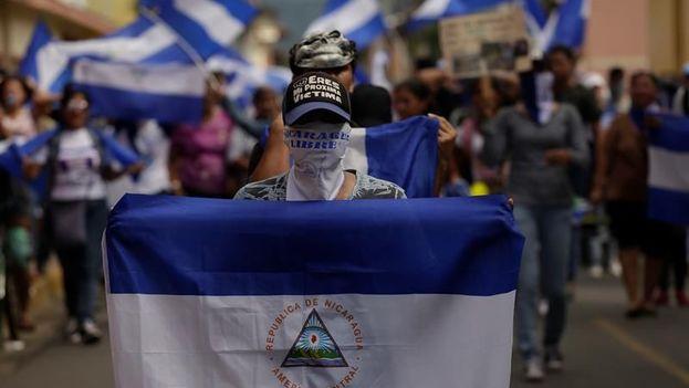 Nicaragüenses se manifestaron contra el gobierno de Daniel Ortega este sábado en el municipio de Granada. (EFE)