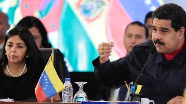 Nicolás Maduro habla durante su turno de palabra en la reunión del ALBA de este lunes en Caracas. (@prensapresidencial)