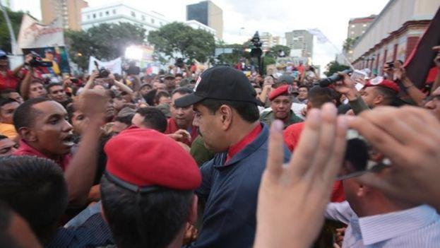 Nicolás Maduro, mientras participaba en una asamblea popular este miércoles 9 de diciembre de 2015, en Caracas (Foto EFE/Palacio de Miraflores)