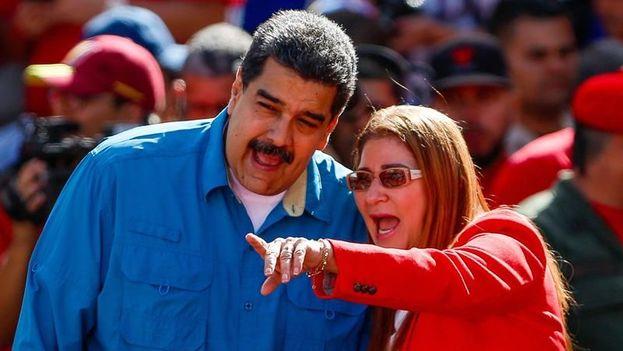 Nicolás Maduro junto a su esposa Cilia Flores. (EFE)