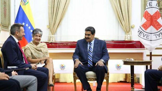 Nicolás Maduro se reunió con representantes de Cruz Roja para alcanzar acuerdos e ingresar ayuda humanitaria. (@ConElMazoDando)