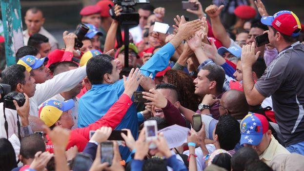 Nicolás Maduro en un acto público este martes desde donde animó a la oposición a presentarse a las elecciones. (@DrodriguezVen)