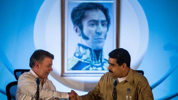Nicolás Maduro y Juan Manuel Santos ponen fin al conflicto fronterizo iniciado hace un año tras la reunión de este jueves. (EFE/Miguel Gutiérrez)