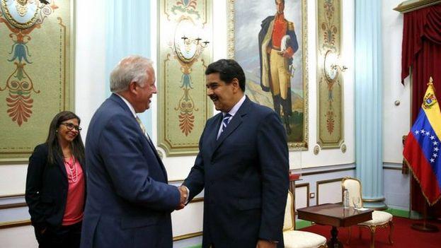 El presidente Nicolás Maduro recibió en el Palacio de Miraflores a Thomas Shannon. (@vencancilleria)