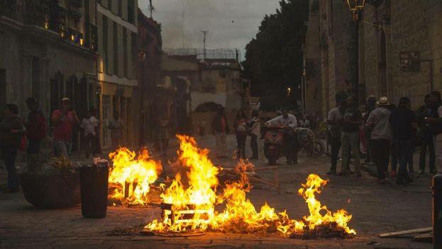 Noche de disturbios en Oaxaca (México). (Twitter)