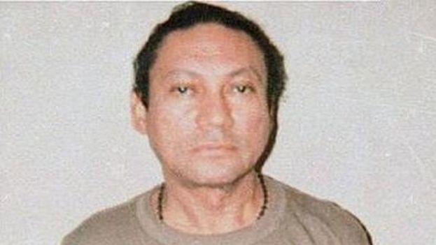 Noriega se entregó a las autoridades estadounidenses en 1990 y fue juzgado en Miami. (CC)