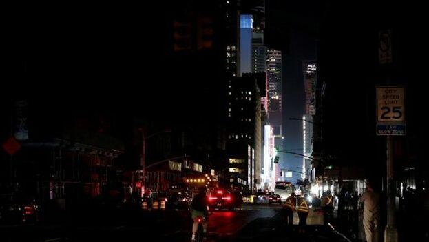 El centro de Nueva York durante el apagón del pasado sábado. (EFE)