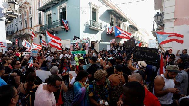 Nuevas manifestaciones contra el gobernador de Puerto Rico, que ha renunciado a la reelección por las presiones. (EFE/Thais Llorca)