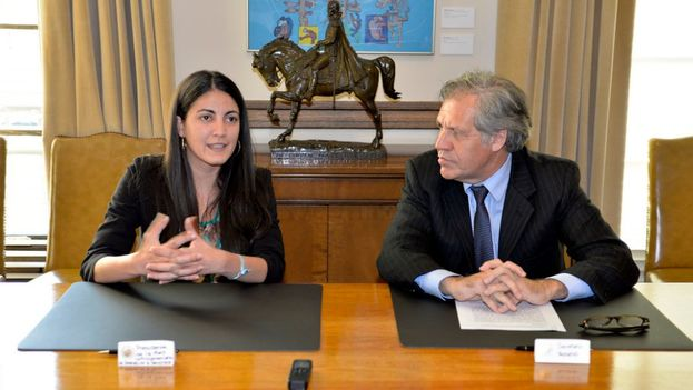 El Secretario General de la OEA, Luis Almagro, junto con Rosa María Payá (@Almagro_OEA2015)