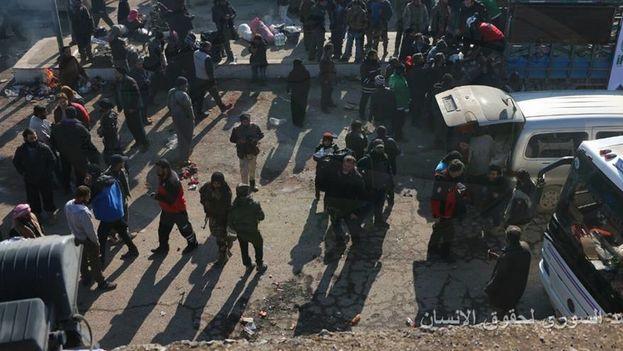 La ONG señaló que la salida de ese último grupo de asediados se produce 1.612 días después de que facciones islámicas y rebeldes tomaran el sector oriental de la población. (Observatorio Sirio de Derechos Humanos)