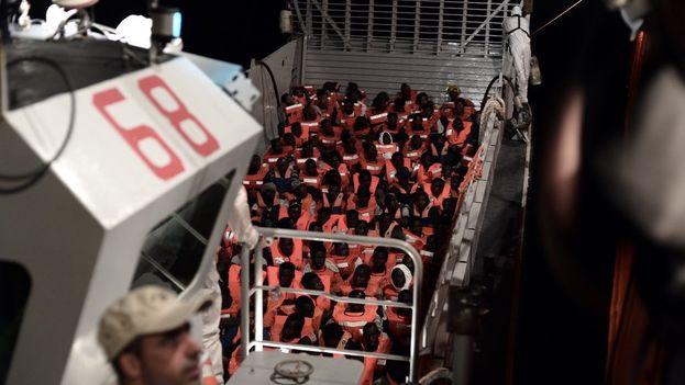El pasado sábado la ONG francesa rescató a más 600 inmigrantes a la deriva. (@SOSMedFrance)