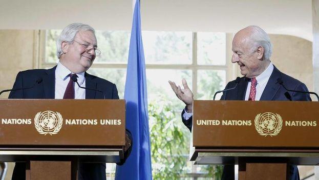 El enviado especial de la ONU para Siria, Staffan de Mistura (d), y el jefe humanitario de Naciones Unidas, Stephen O'Brien, durante una rueda de prensa celebrada en Ginebra, Suiza, este 9 de septiembre de 2016 . (EFE)
