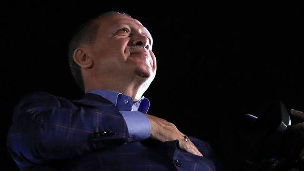 """La OSCE califica el referéndum celebrado el pasado domingo que dio la victoria al presidente turco Recep Tayyip Erdogan como un preceso lleno de """"falta de imparcialidad"""". (EFE)"""