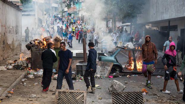Una fuente del OVCS dijo a Efe que en las últimas tres noches se han registrado 180 manifestaciones, casi todas en zonas muy pobres del país. (EFE/ Miguel Gutiérrez)