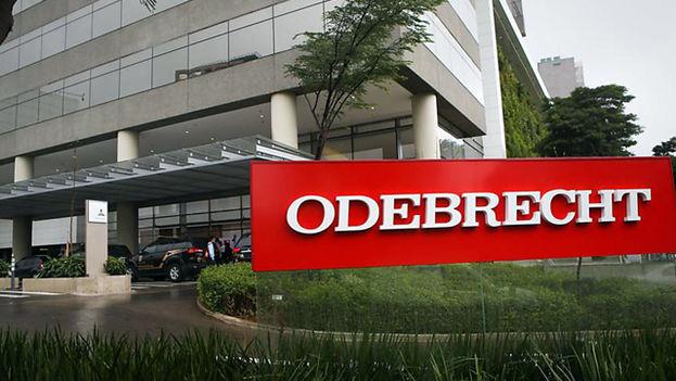 La compañía Odebrecht ha sido acusada de repartir sobornos para asegurarse los mejores contratos en varios países latinoamericanos. (EFE)