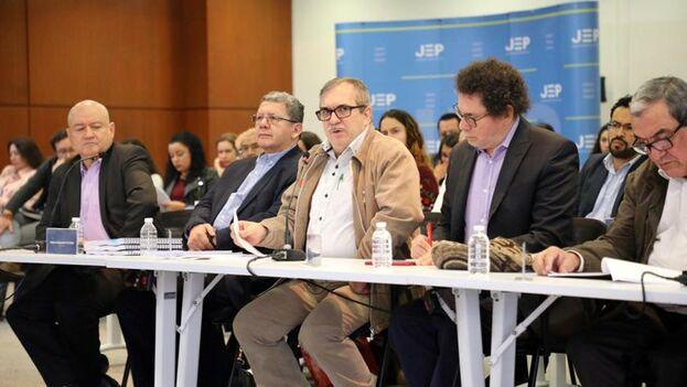 Once exlíderes de la guerrilla comparecieron para dar explicaciones sobre los centenares de secuestros que perpetraron. (JEP_Colombia)