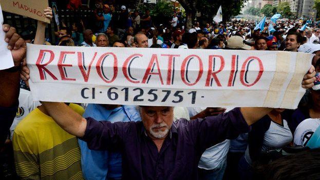 Oposición en Venezuela pide un referéndum revocatorio que permita salir del Gobierno este año. (EFE)