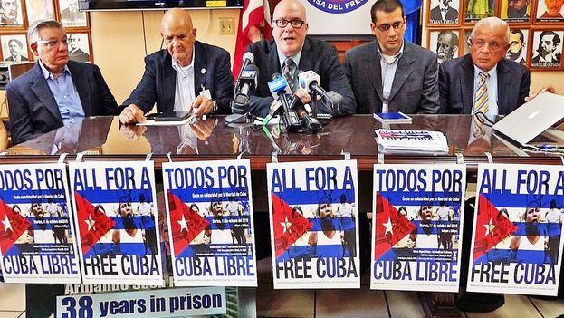 Orlando Gutiérrez junto a una representación del exilio cubano en Miami. (Archivo el Nuevo Herald)