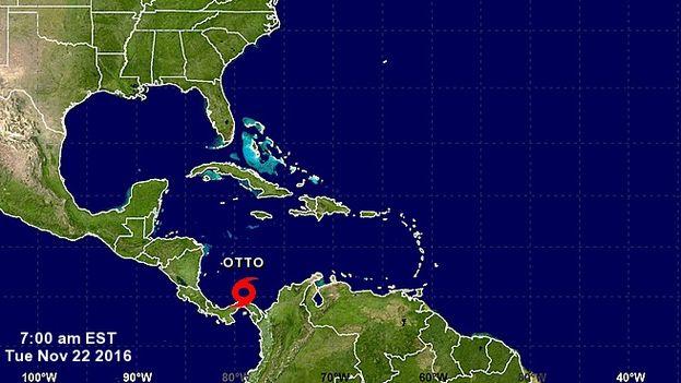 Otto se halla a unos 360 kilómetros al sureste de la isla de San Andrés, en Colombia. (NHC)
