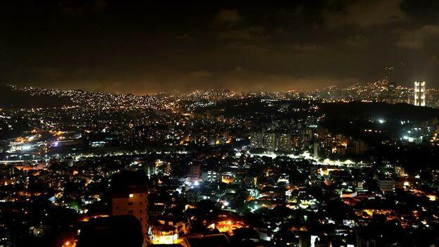Panorámica de un sector de la ciudad este domingo, en Caracas. (EFE/ Rayner Peña)