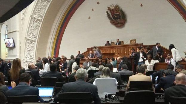 El Parlamento aprobó varias leyes dirigidas a asumir el poder tras declarar ilegítimo el Ejecutivo. (AsambleaVE)
