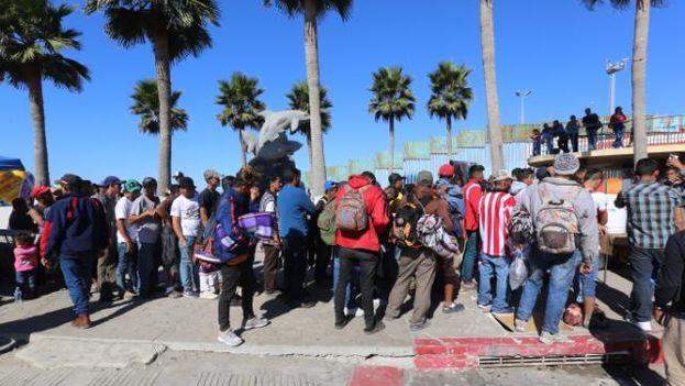 El cierre de la frontera en el Parque de la Amistad impide que familias de ambos lados se encuentren. (FronteraLocal)