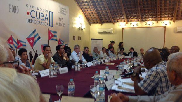 Participantes de la conferencia reunidos en México. (14ymedio)