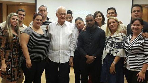 Participantes del programa InCubando@FIU. (Raíces de Esperanza)