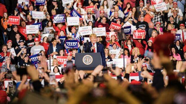 """Hay un """"éxodo masivo"""" desde el Partido Demócrata, opinó Trump, que aseguró que los republicanos les darán la bienvenida """"con los brazos abiertos"""". (@realDonaldTrump)"""