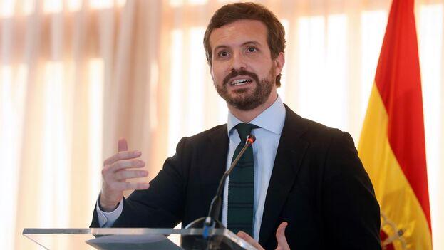 El presidente del Partido Popular, Pablo Casado, interviene tras recibir el Premio Hispanidad, Concordia y Libertad, este martes en Madrid. (EFE/Mariscal)