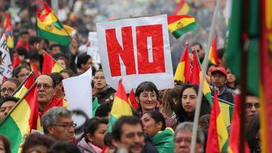 Partidos de oposición y colectivos ciudadanos critican al tribunal por habilitar a Evo Morales para la reelección presidencial. (EFE)