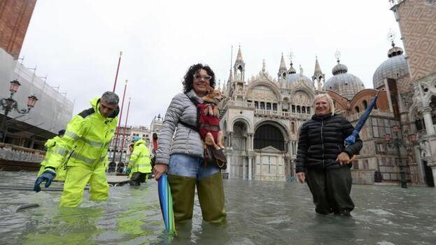 Pasadas las 11.00 hora local, el nivel del agua había alcanzado los 130 centímetros. (EFE)