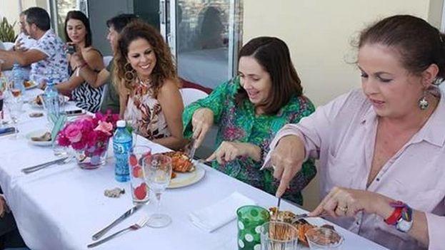 La cantante Pastora Soler participó en los actos por el trigésimo aniversario de Centro Nacional de Educación Sexual (Cenesex).