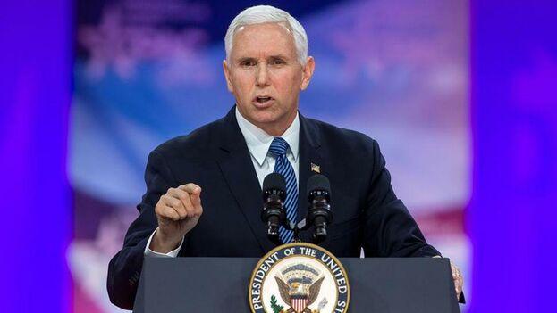 """Mike Pence destacó que Estados Unidos fue el primer país en haber reconocido al líder opositor Juan Guaidó como el """"presidente legítimo de Venezuela"""". (EFE)"""