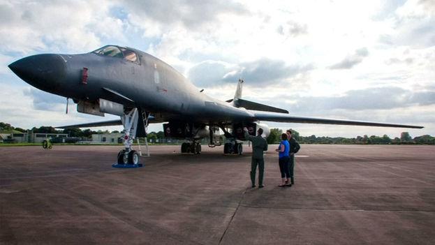 El Pentágono envío dos bombarderos B-1B desde su base de Andersen, en la isla de Guam, para que participaran en ejercicios combinados con las fuerzas aéreas surcoreanas y japonesas. (CC)