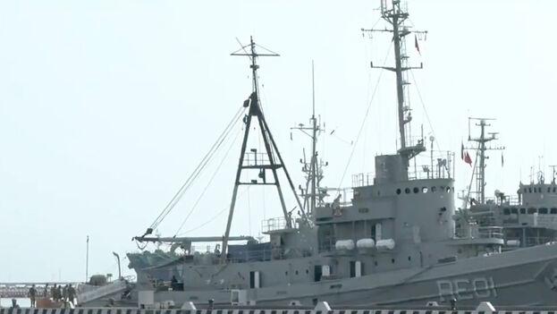 Personal de la Semar alista las embarcaciones con ayuda que se enviará a Cuba. (Captura de video)
